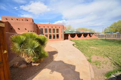 Bernalillo Single Family Home For Sale: 230 El Valle Serrano