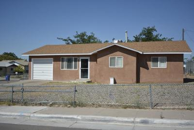 Albuquerque NM Single Family Home For Sale: $125,000