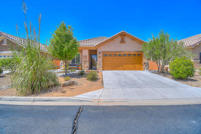 Bernalillo Single Family Home For Sale: 815 Golden Yarrow Trail