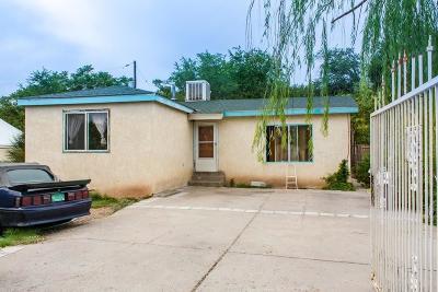 Albuquerque Single Family Home For Sale: 1425 Vito Romero Road SW