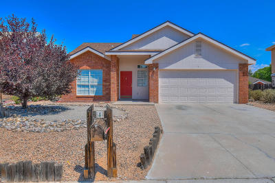 Valencia County Single Family Home For Sale: 4 Apache Plume Road