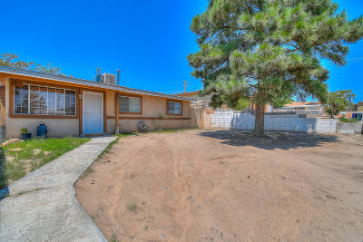 Albuquerque Single Family Home For Sale: 305 65th Street SW