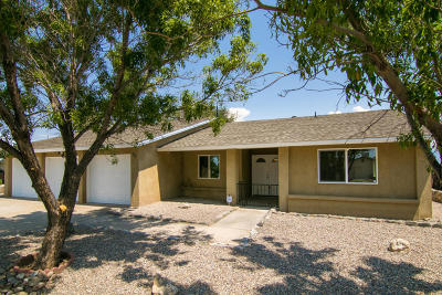 Valencia County Single Family Home For Sale: 96 Pageant Street