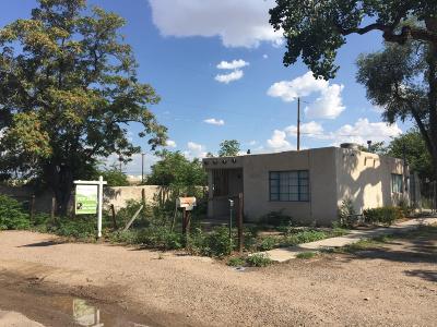 Albuquerque Single Family Home For Sale: 200 Pueblo Solano Road NW