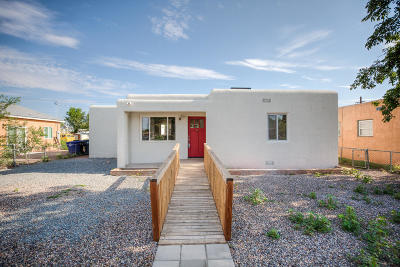 Albuquerque Single Family Home For Sale: 527 Gene Avenue NW