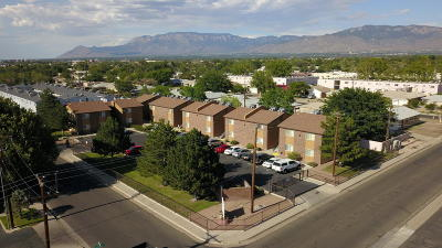 Albuquerque Multi Family Home For Sale: 924 Valencia Drive SE