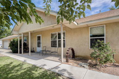 Los Ranchos Single Family Home For Sale: 525 Garduno Drive NW