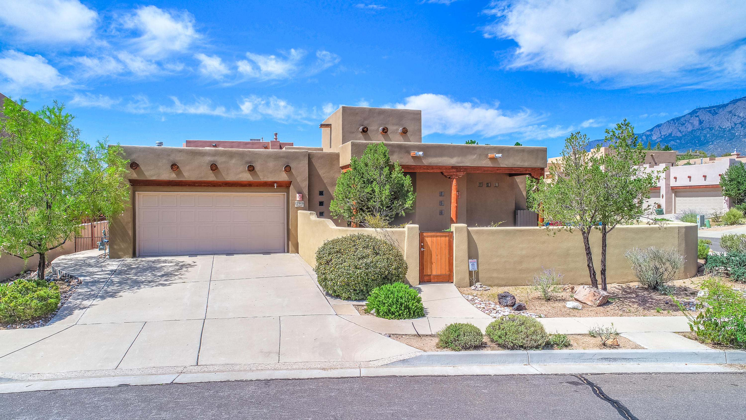 3 Bed 2 Full 1 Partial Baths Home In Albuquerque For 480000