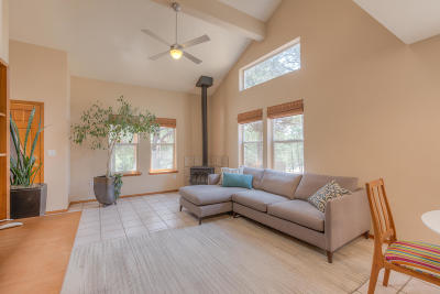 Tijeras Single Family Home For Sale: 82 Skyland Boulevard