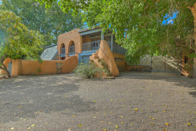 Corrales Single Family Home For Sale: 221 Camino Del Oro