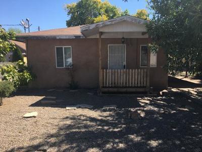 Valencia County Single Family Home For Sale: 1028 Los Lentes Road NE