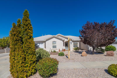 Valencia County Single Family Home For Sale: 1885 Applewood Lane SW