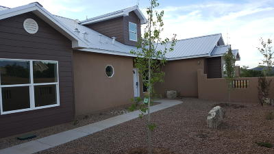 Tijeras Single Family Home For Sale: 2 Valley Ridge Court