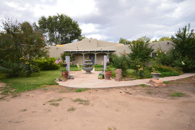 Bernalillo County Single Family Home For Sale: 111 Fresquez Road NE