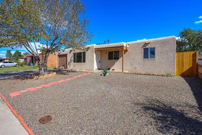 Albuquerque Single Family Home For Sale: 1212 Dorothy Street NE