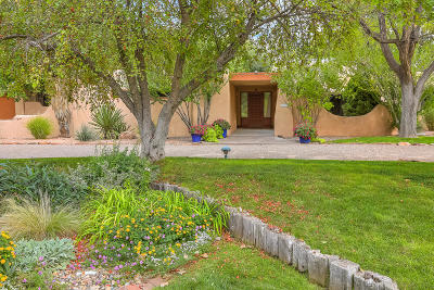 Bernalillo County Single Family Home For Sale: 6504 Avenida La Cuchilla