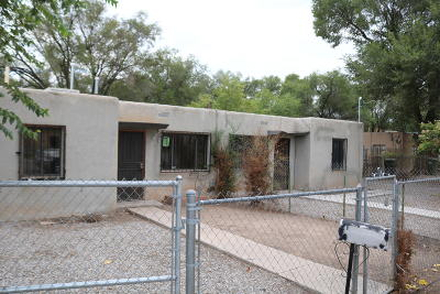 Albuquerque Multi Family Home For Sale: 1202 Villa Rosie Court SW