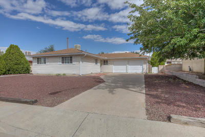 Albuquerque Single Family Home For Sale: 4701 Hilton Avenue NE