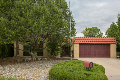 Albuquerque NM Single Family Home For Sale: $240,000