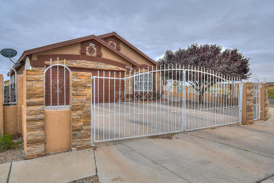 Albuquerque NM Single Family Home For Sale: $170,000