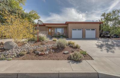 Single Family Home For Sale: 2412 Morrow Road NE