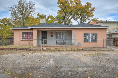 Albuquerque Single Family Home For Sale: 821 Whiting Road SW
