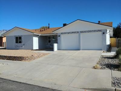 Single Family Home For Sale: 6812 Truchas Drive NE