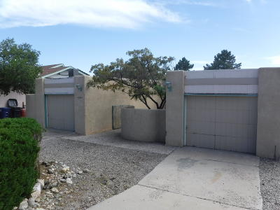 Bernalillo County Single Family Home For Sale: 6336 Cuesta Place NW