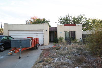 Albuquerque Single Family Home Active Under Contract - Short : 3304 Delamar Drive NE
