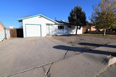 Albuquerque NM Single Family Home For Sale: $130,000