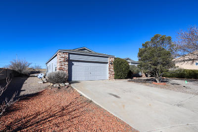 Rio Rancho Single Family Home For Sale: 825 Wagon Train Drive SE