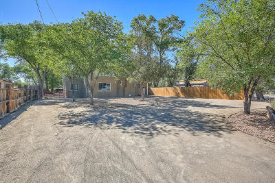 Albuquerque Single Family Home For Sale: 1436 Sunset Road SW