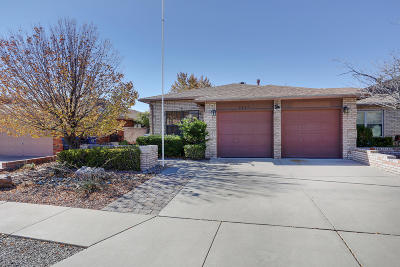 Albuquerque Attached For Sale: 9227 Admiral Lowell Place NE