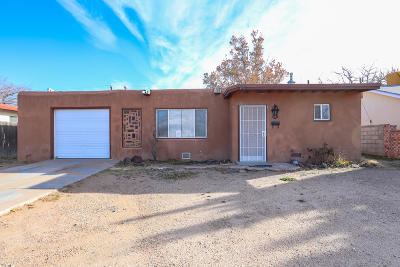 Albuquerque Single Family Home For Sale: 220 General Bradley Street NE
