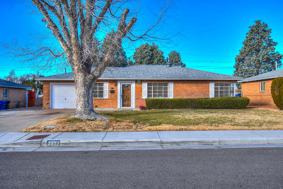 Bernalillo County Single Family Home For Sale: 2527 General Marshall Street NE