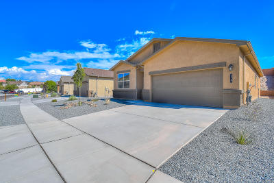 Valencia County Single Family Home For Sale: 14 Dos Hermanas Court