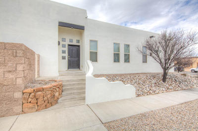 Bernalillo County Single Family Home For Sale: 6306 Mojave Street NW