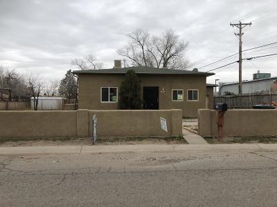 Albuquerque Single Family Home For Sale: 152 Velarde Court NW