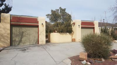 Bernalillo County Single Family Home For Sale: 6221 Cuesta Place NW