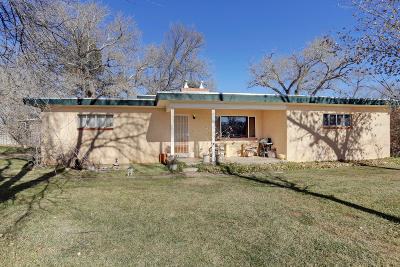 Los Ranchos Single Family Home For Sale: 929 Ranchitos Road NW