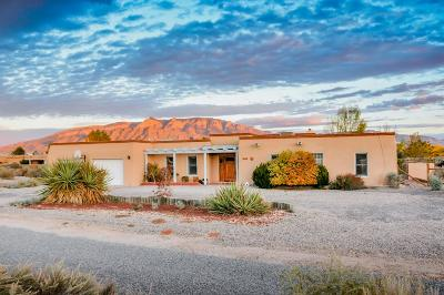 Sandoval County Single Family Home For Sale: 944 Camino De La Tierra