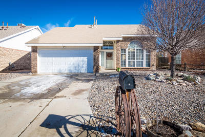 Valencia County Single Family Home For Sale: 6 Apache Plume Road