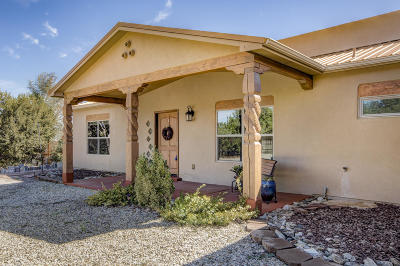 Tijeras, Cedar Crest, Sandia Park, Edgewood, Moriarty, Stanley Single Family Home For Sale: 14 Western Trail Drive
