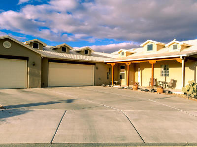 Bernalillo County Single Family Home For Sale: 8001 Shiprock Court