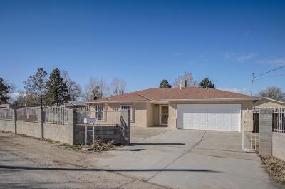 Albuquerque NM Single Family Home For Sale: $220,000
