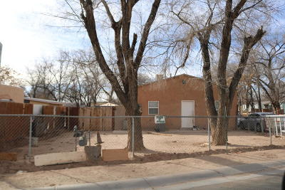 Albuquerque Single Family Home For Sale: 2063 Perry Road SW