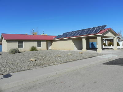Los Lunas Single Family Home For Sale: 855 Gallahad Street SW