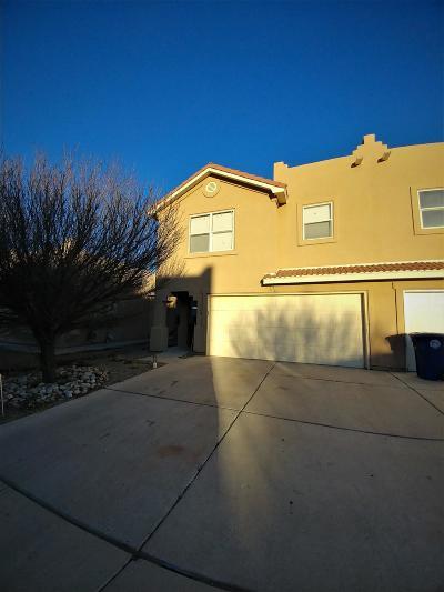 Albuquerque Attached For Sale: 728 Mesa Del Rio Street NW