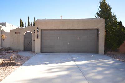 Single Family Home For Sale: 10414 Cueva Del Oso NE