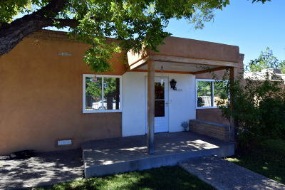 Albuquerque Single Family Home For Sale: 828 La Luz Drive NW
